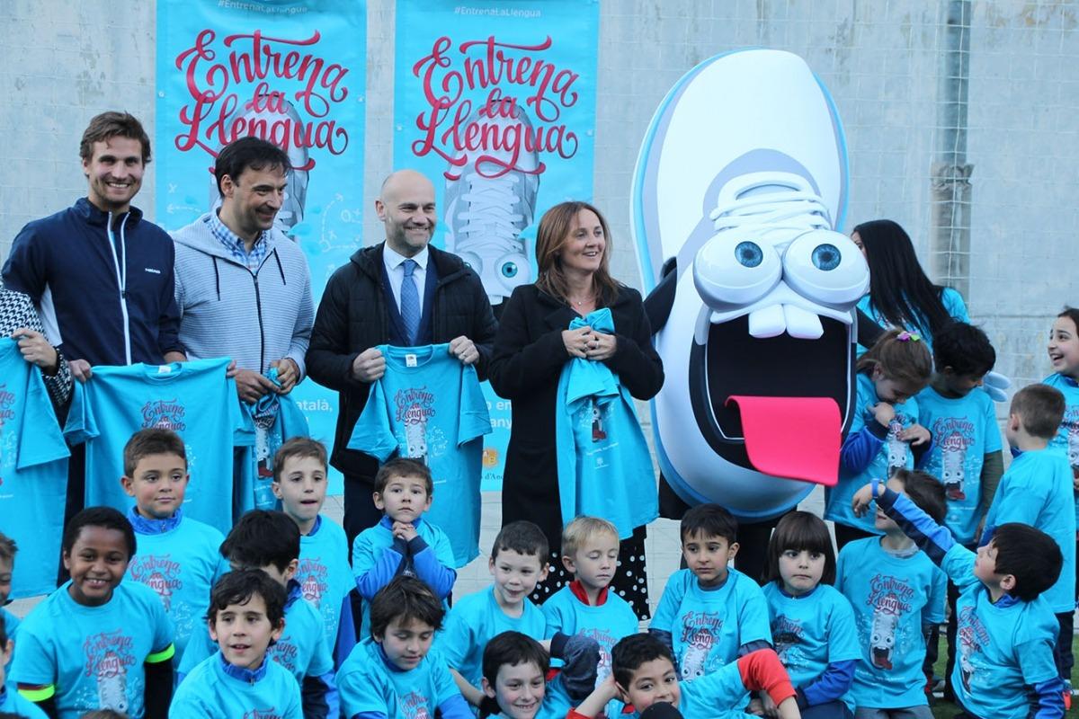 Un moment de la presentació de la campanya 'Entrena la llengua'.