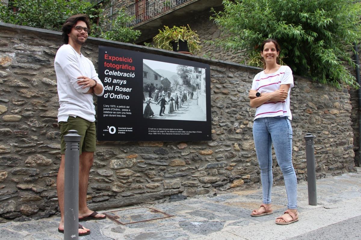 Joel Calsina i Vanessa Fenés, amb una de les imatges que guarniran els carrers d'Ordino.