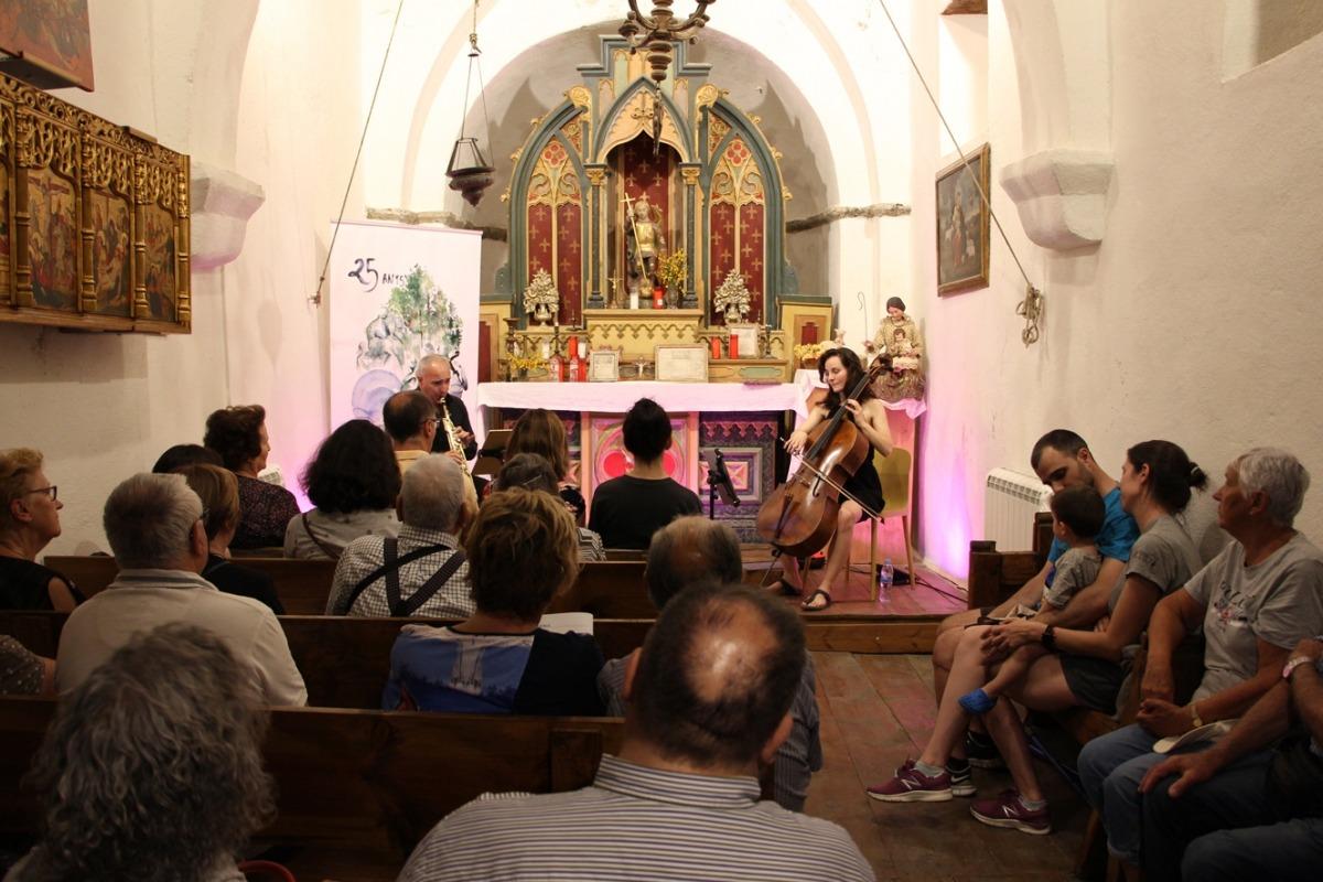 Efrem Roca i Mireia Planas han interpretat 'Sonoritats' a l'església de Sant Miquel de Prats.