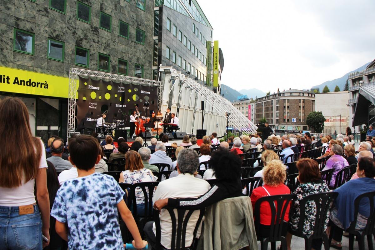 Un acte a la plaça de la Rotonda.