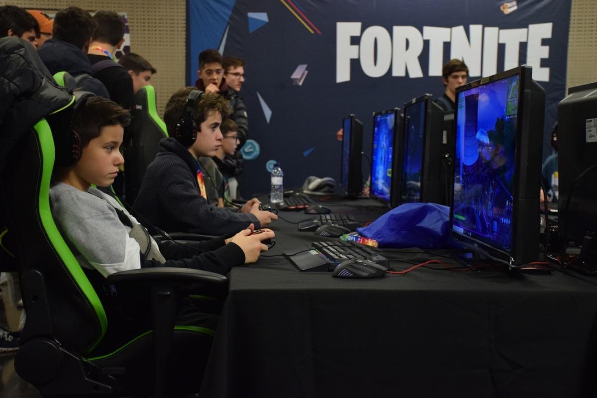 Un moment de la competició de videojocs d'aquest dissabte organitzada per What you play.