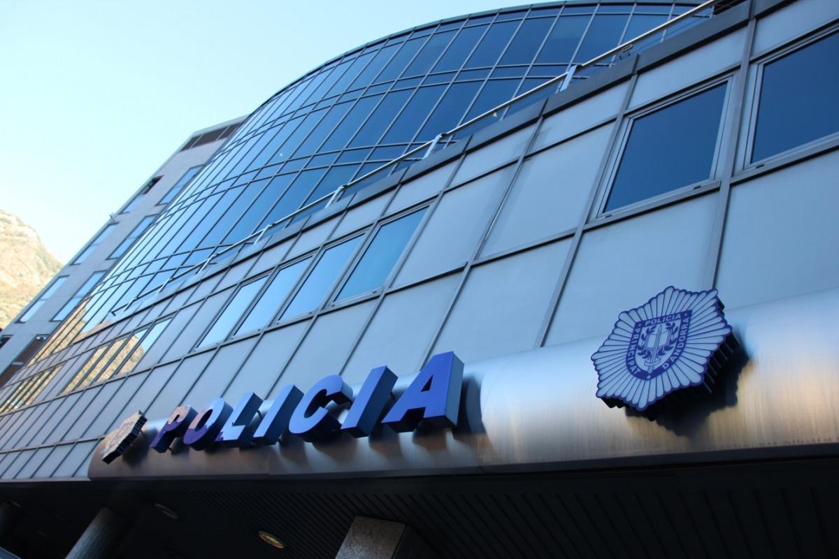 Vista exterior del despatx central de la policia.
