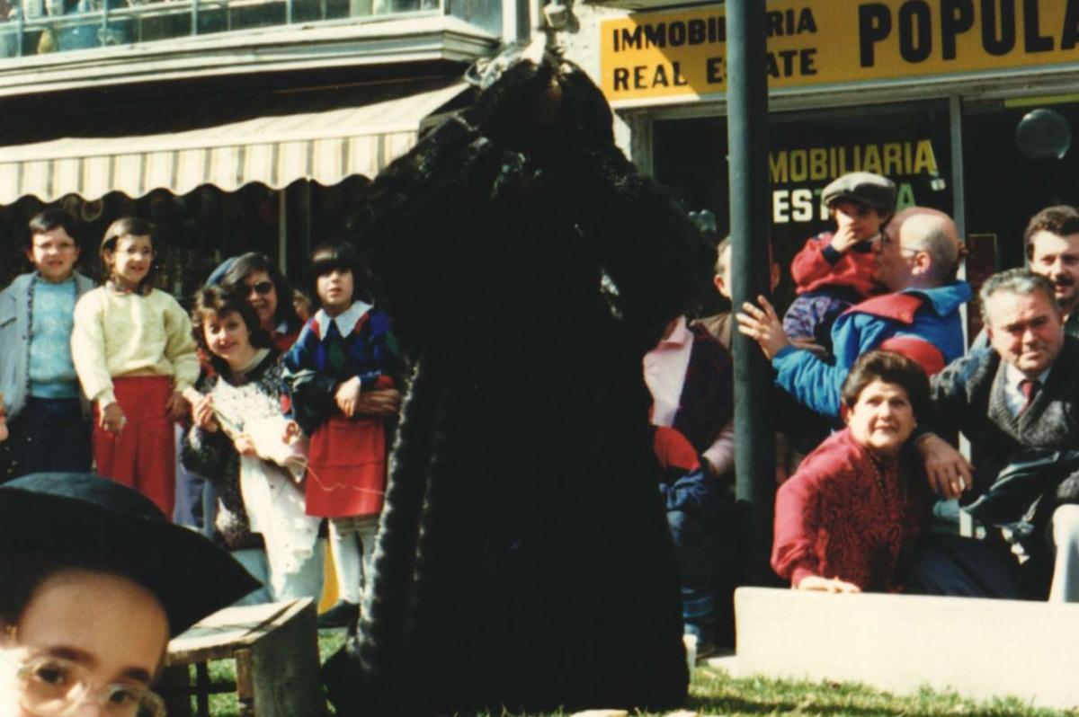 Un moment de la representació del Ball de l'Ossa d'Andorra la Vella.