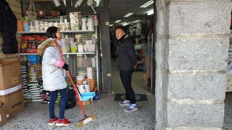 Una botiga regentada per la comunitat xinesa, en una imatge d'arxiu.
