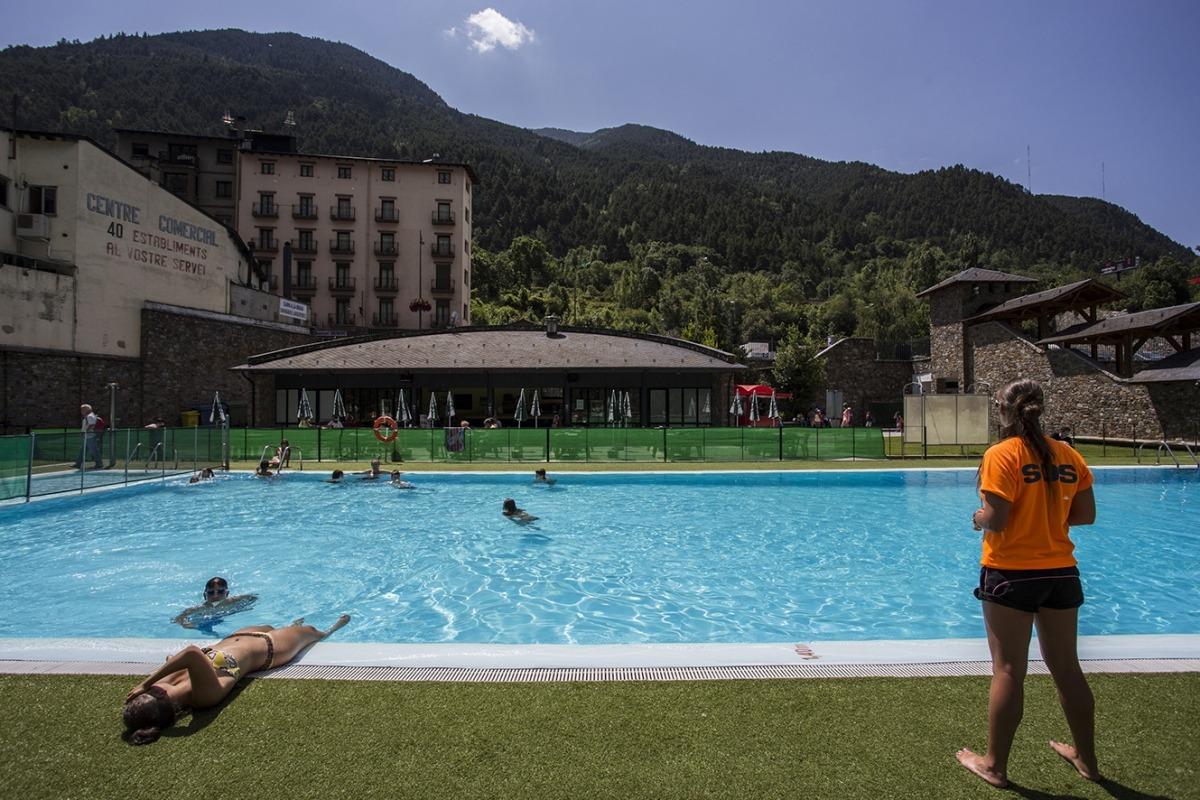 La piscina exterior d'Encamp.