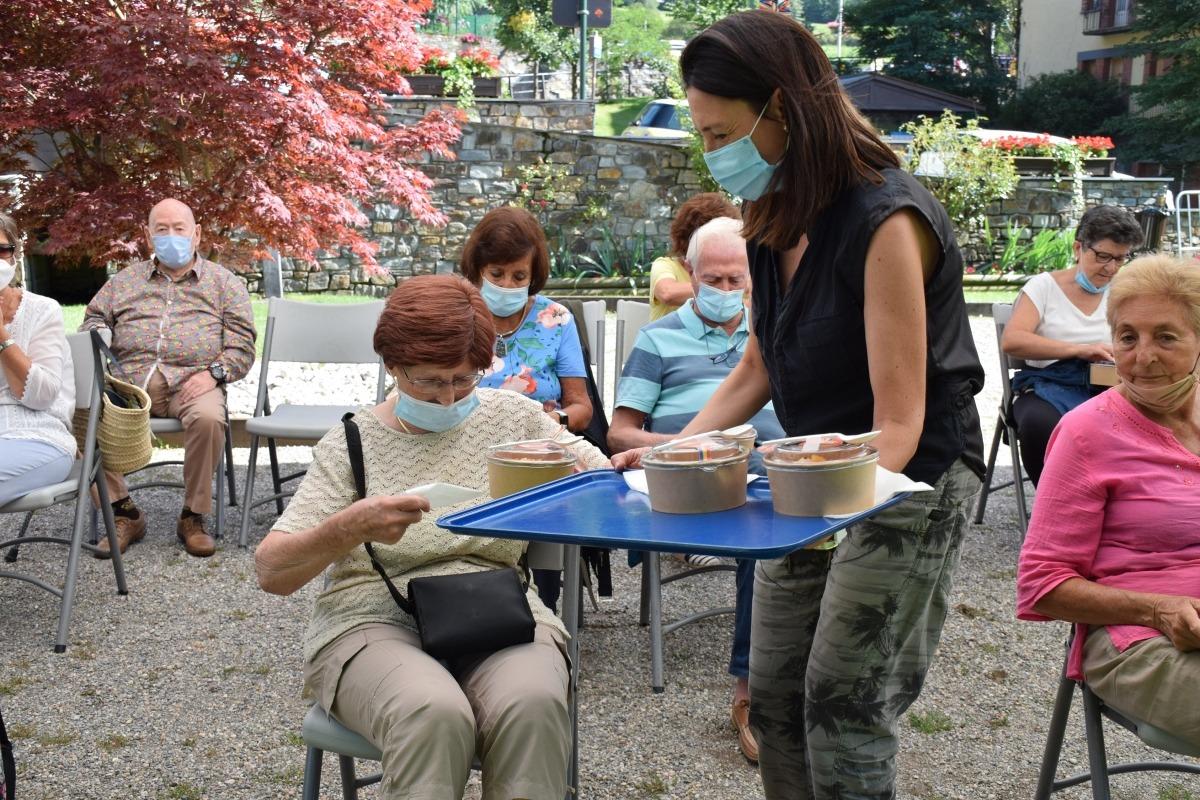 Una de les activitats amb la gent gran.