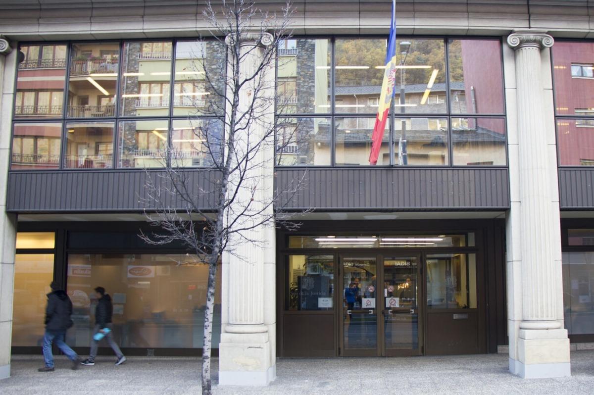 L'edifici de les Columnes acollirà les dependències del Centre de Formació d'Adults.