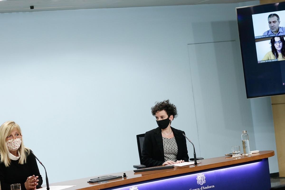 Montserrat Planelles i la responsable de Faber Andorra, Meritxell Blanco, durant la roda de premsa d'aquest dilluns.