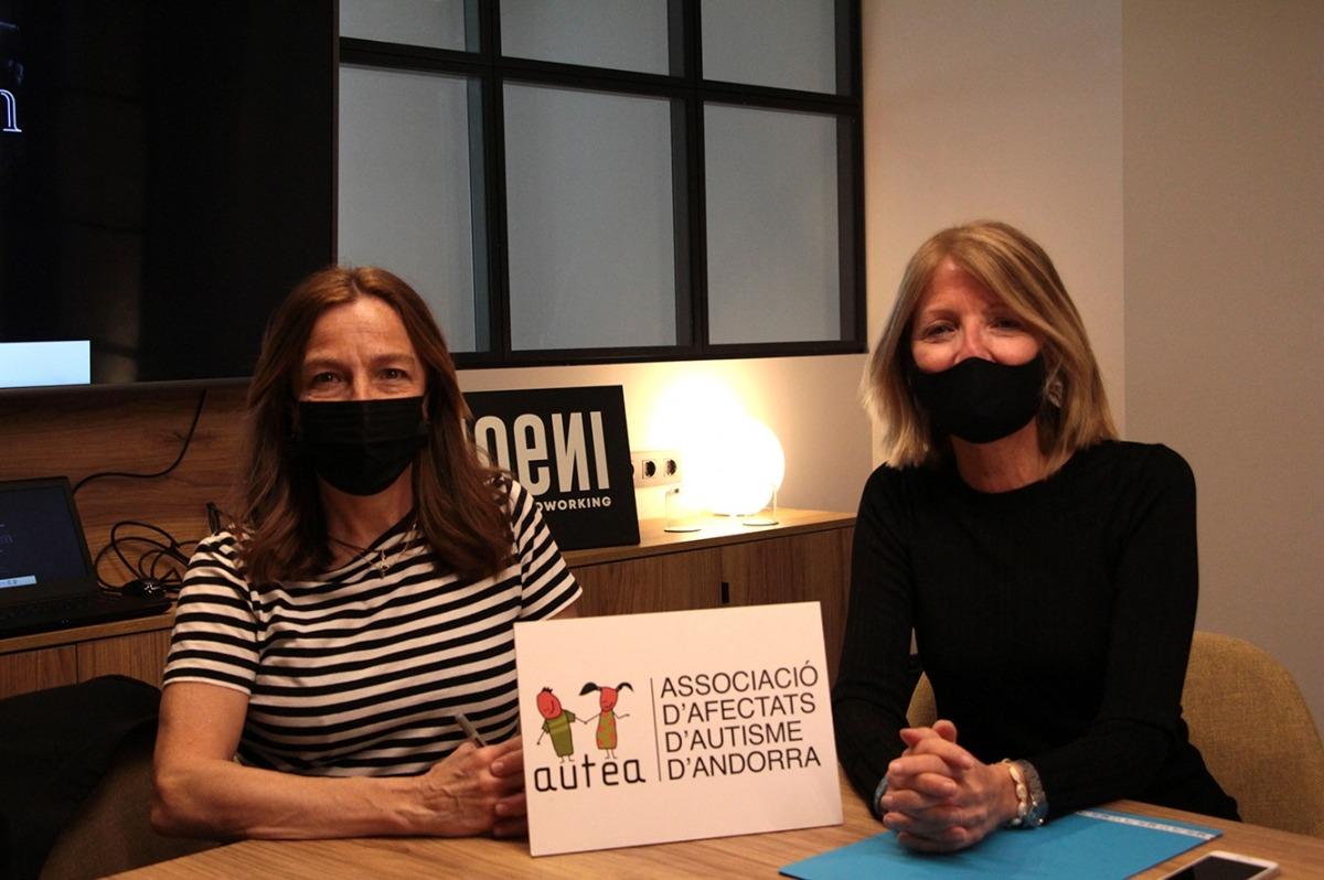 La vocal i la presidenta d'Autea, Anna Muñoz i Inés Martí, durant la roda de premsa.