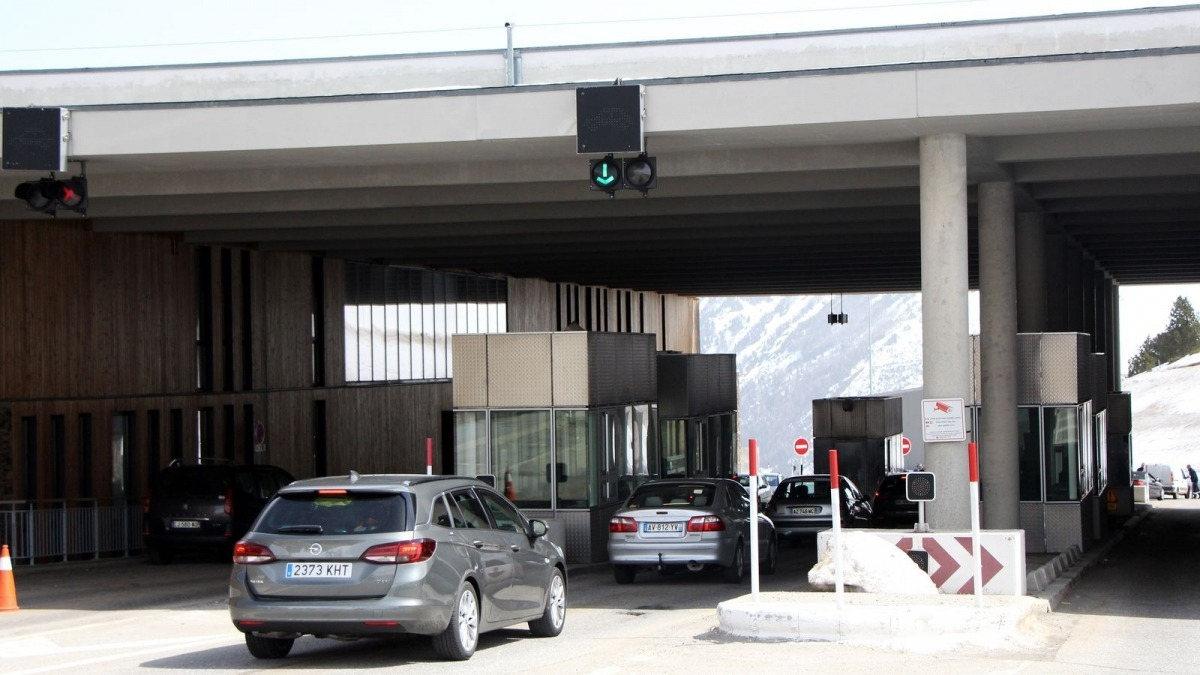 Vehicles sortint del país per la frontera francoandorrana.
