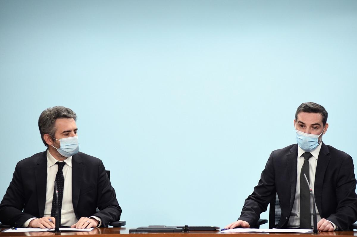 El ministre de Finances, Eric Jover, i el secretari d'Estat d'Afers Financers Internacionals, Marc Ballestà, durant la roda de premsa.