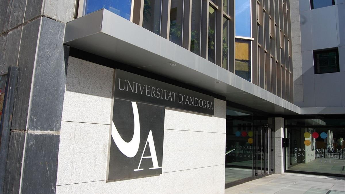 L'edifici de la universitat.