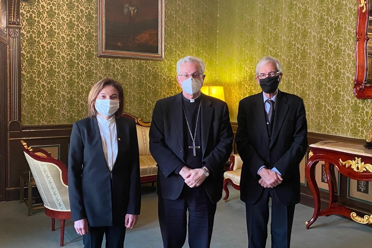Visita de la ministra de Turisme, Verònica Canals, al copríncep episcopal, Joan-Enric Vives.