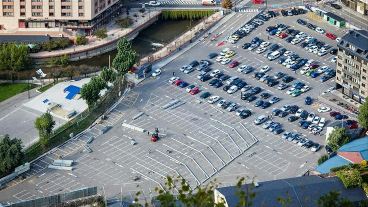 Vista de l'aparcament del Parc Central.