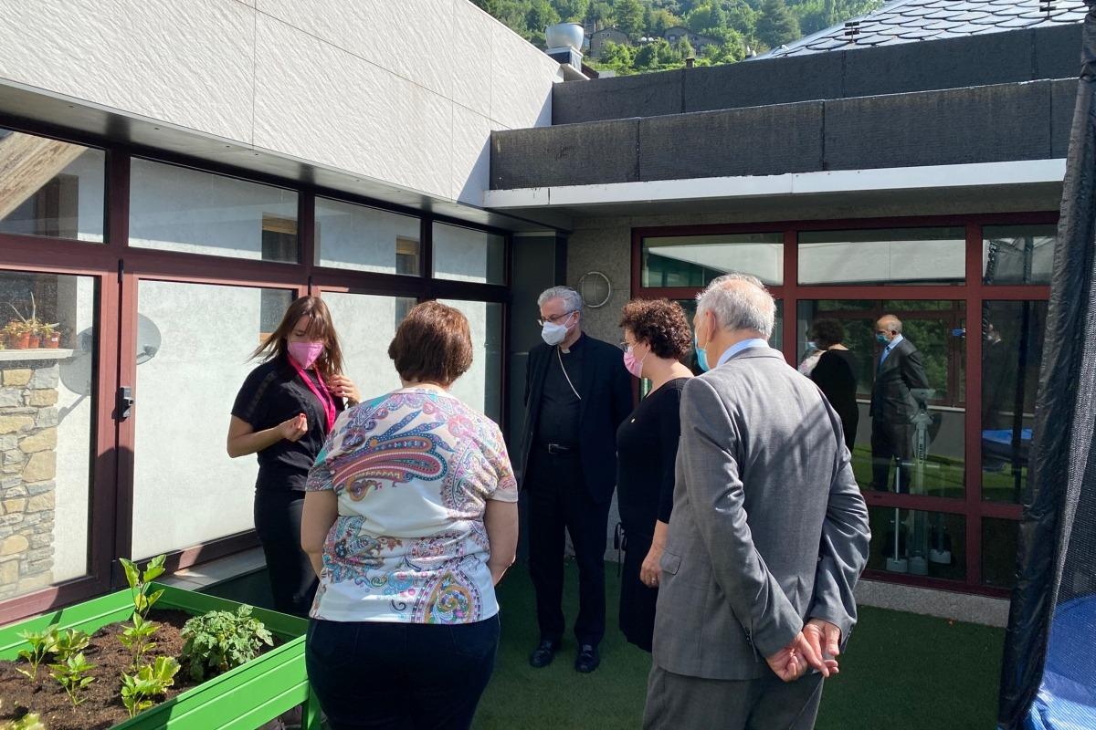 Un instant de la visita del bisbe a la Fundació Privada Tutelar.