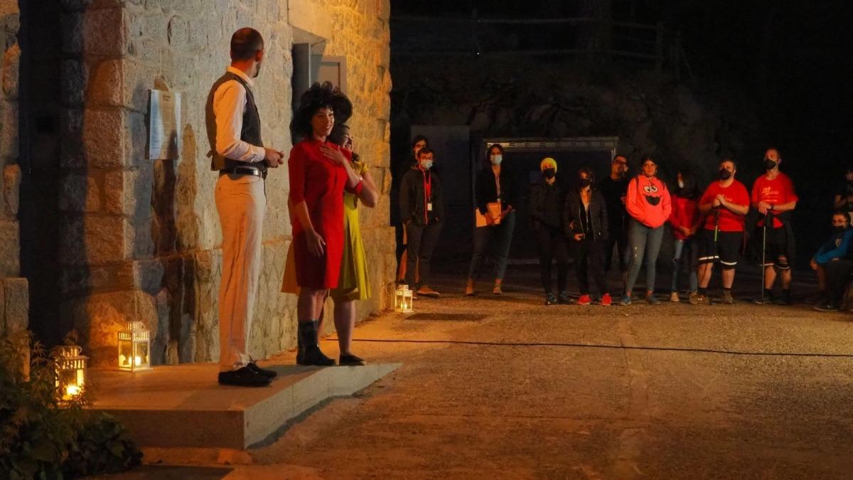 La visita teatralitzada al camí hidroelèctric d'Engolasters organitzada per FEDA.