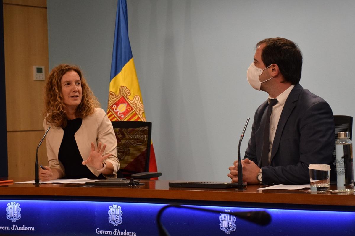 Sílvia Calvó i Carles Miquel durant la roda de premsa.