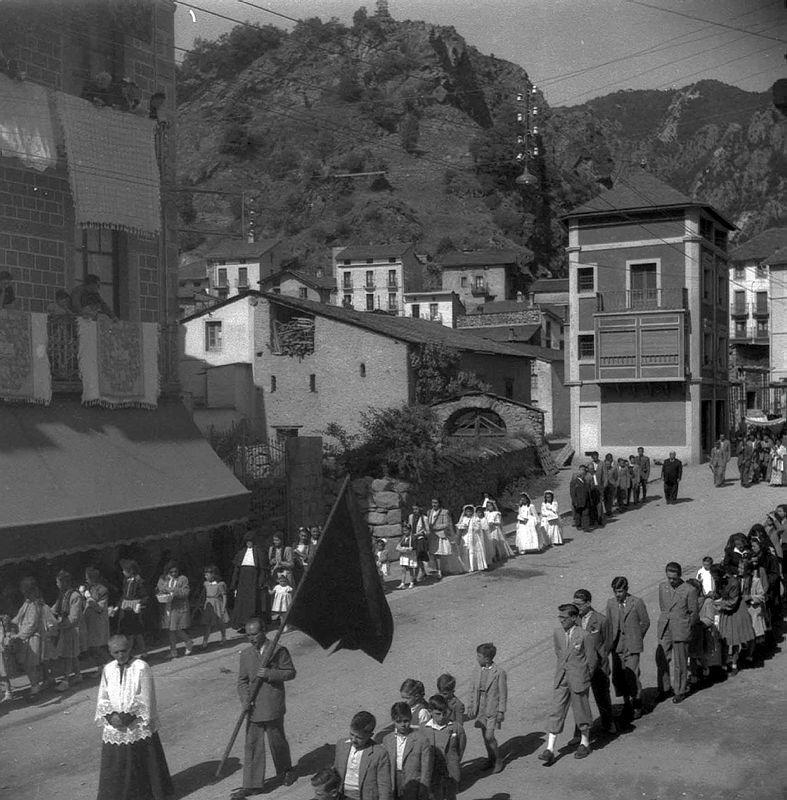 1945: processó de Corpus a Escaldes (Josep Alsina / Arxiu Nacional)