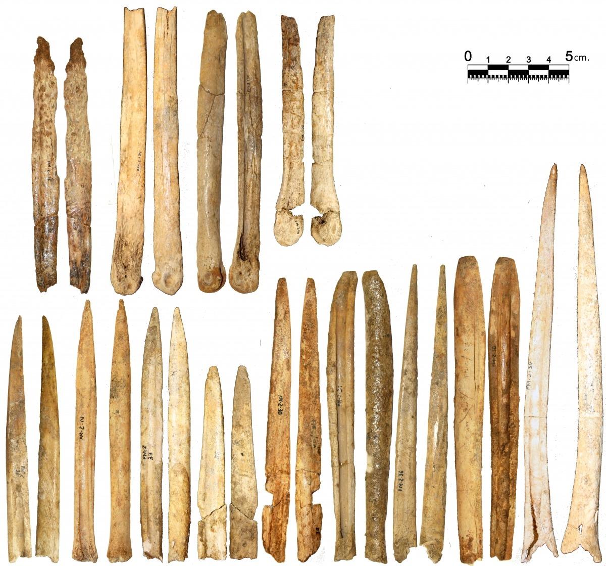 Punxons, agulles i espàtules neolítiques exhumades al jaciment lauredià de la Feixa del Moro.