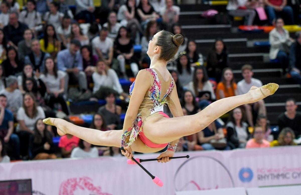 La gimnasta Carla Varas, en acció.
