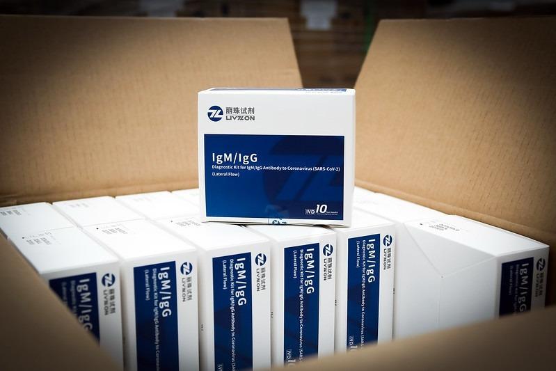 Les capses que contenen els tests d'anticossos comprats pel Govern.