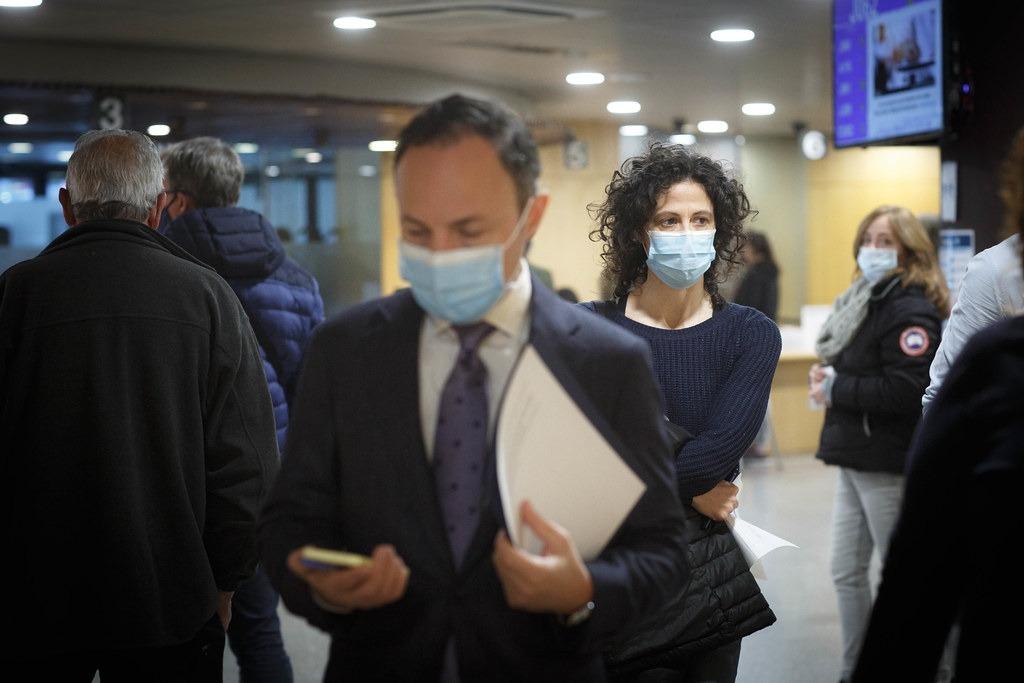 Xavier Espot amb la metgessa Mireia Garcia abans de la compareixença.