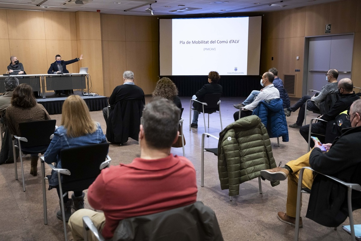 Un moment de la reunió en la qual es va exposar el projecte.
