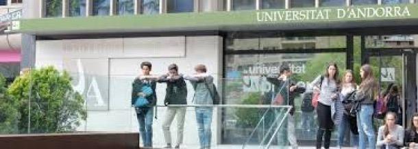 La universitat participa a la fira que enguany ha de transformar-se en virtual.