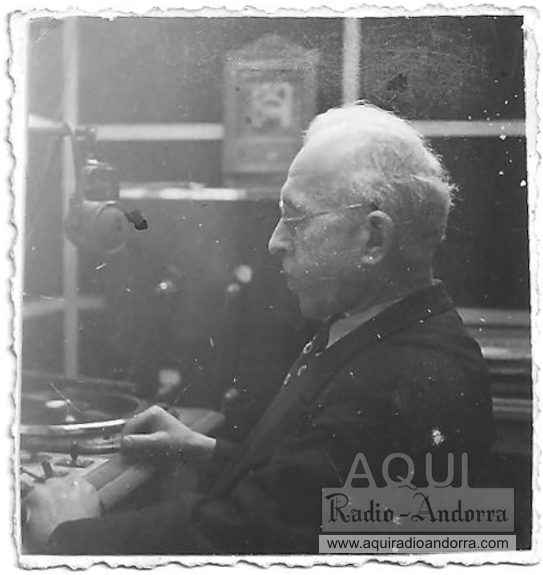 Abouly, que havia sigut militar professional, es va incorporar el 1932 a Radio Toulouse. i el 1940 va ser cirdat per Trémoulet per posar en marxa Radio Andorra.