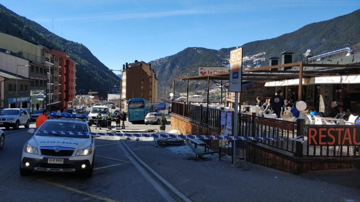 L'accident va tenir lloc prop d'un restaurant al qual acudeixen molts esquiadors.