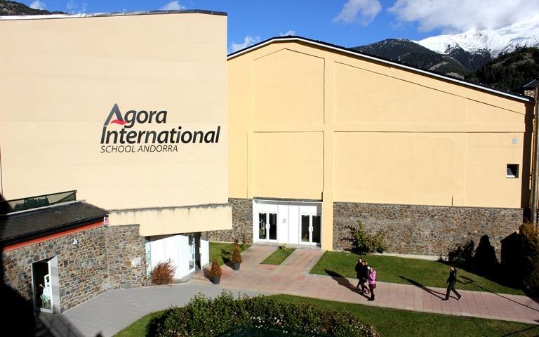 Vista exterior de l'Agora Intenational School.