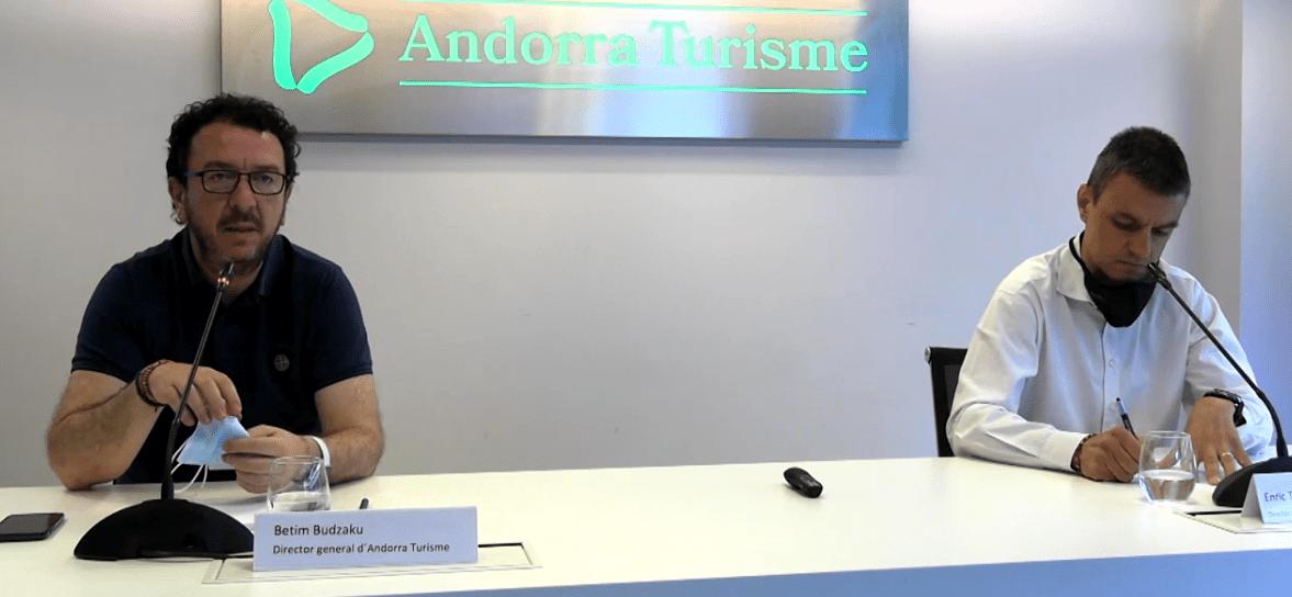 El director general d'Andorra Turisme, betim Budzaku, i el director de Producte i Nous Projectes d'Andorra Turisme, Enric Torres, durant la roda de premsa.