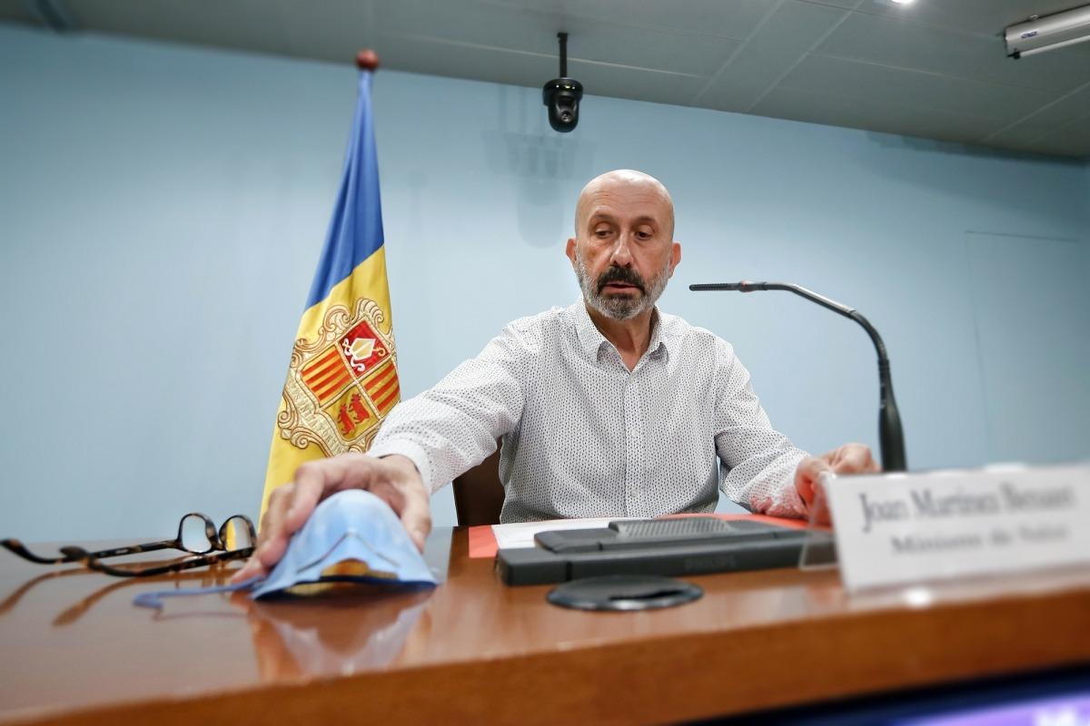 El ministre Martínez Benazet ha comparegut avui des de la sala de premsa de l'edifici administratiu després de cinc setmanes de confinament a domicili.