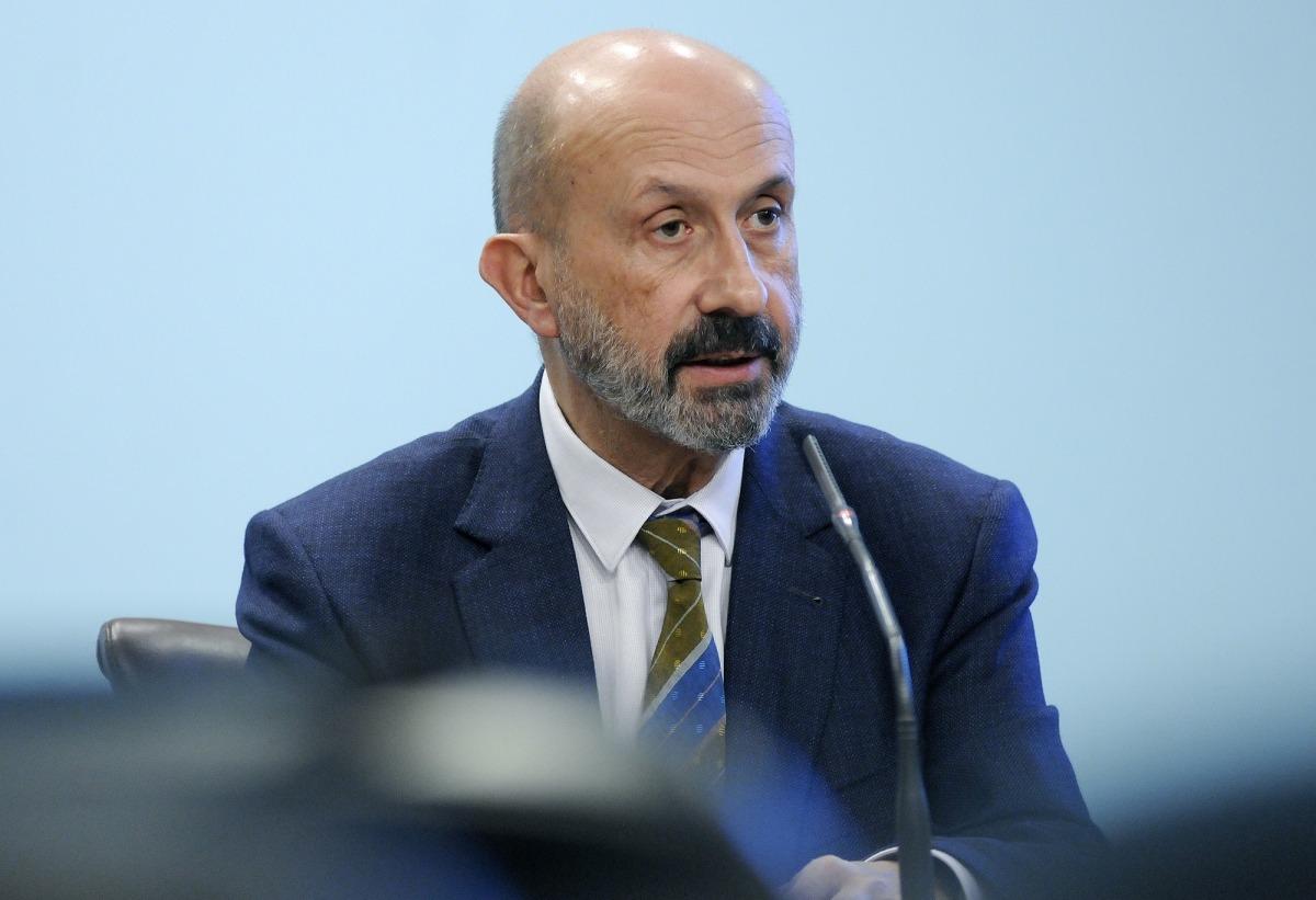 El ministre de Salut, Joan Martínez Benazet, en la compareixença d'ahir.