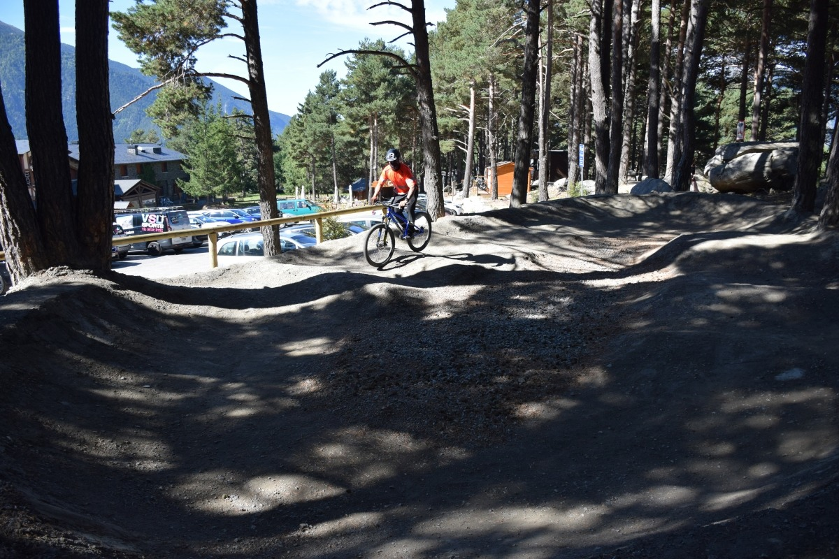 La nova bike àrea al camp del Serrat.