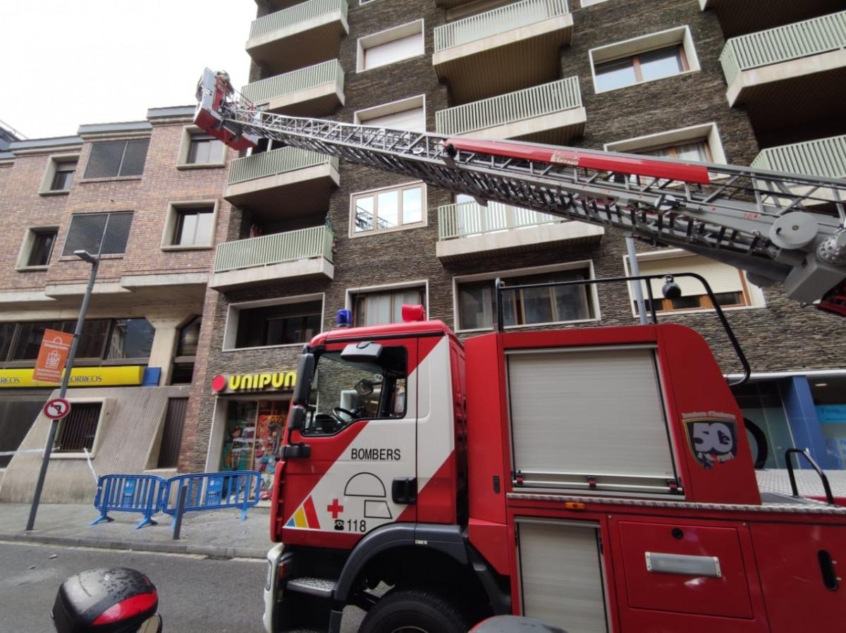 Moment de la intervenció dels bombers, aquest matí.