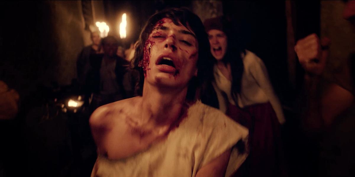 Rosa Tàpies, amb la corda al coll després de ser jutjada pel tribunal de la Inquisició i condemnada a morir de forca ben alta: per bruixa.
