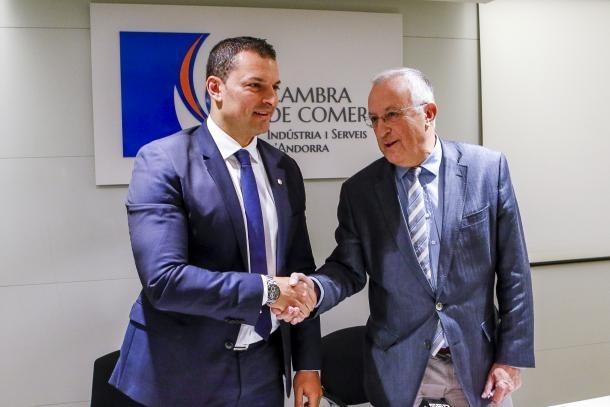 El ministre d'Economia i Empresa, Jordi Gallardo, amb el president de la Cambra de Comerç, Miquel Armengol, en una imatge d'arxiu.