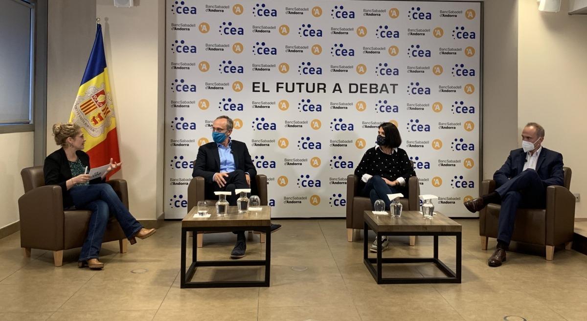 Un moment de la primera taula de debat de la CEA.
