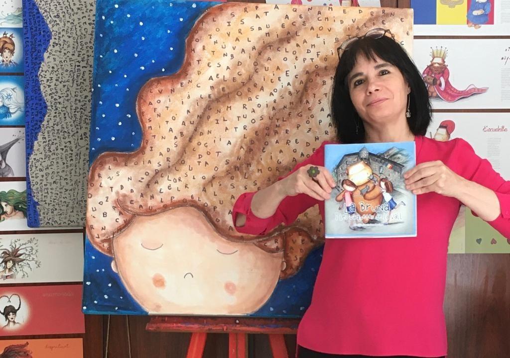 Cecília Santañes amb el seu llibre.