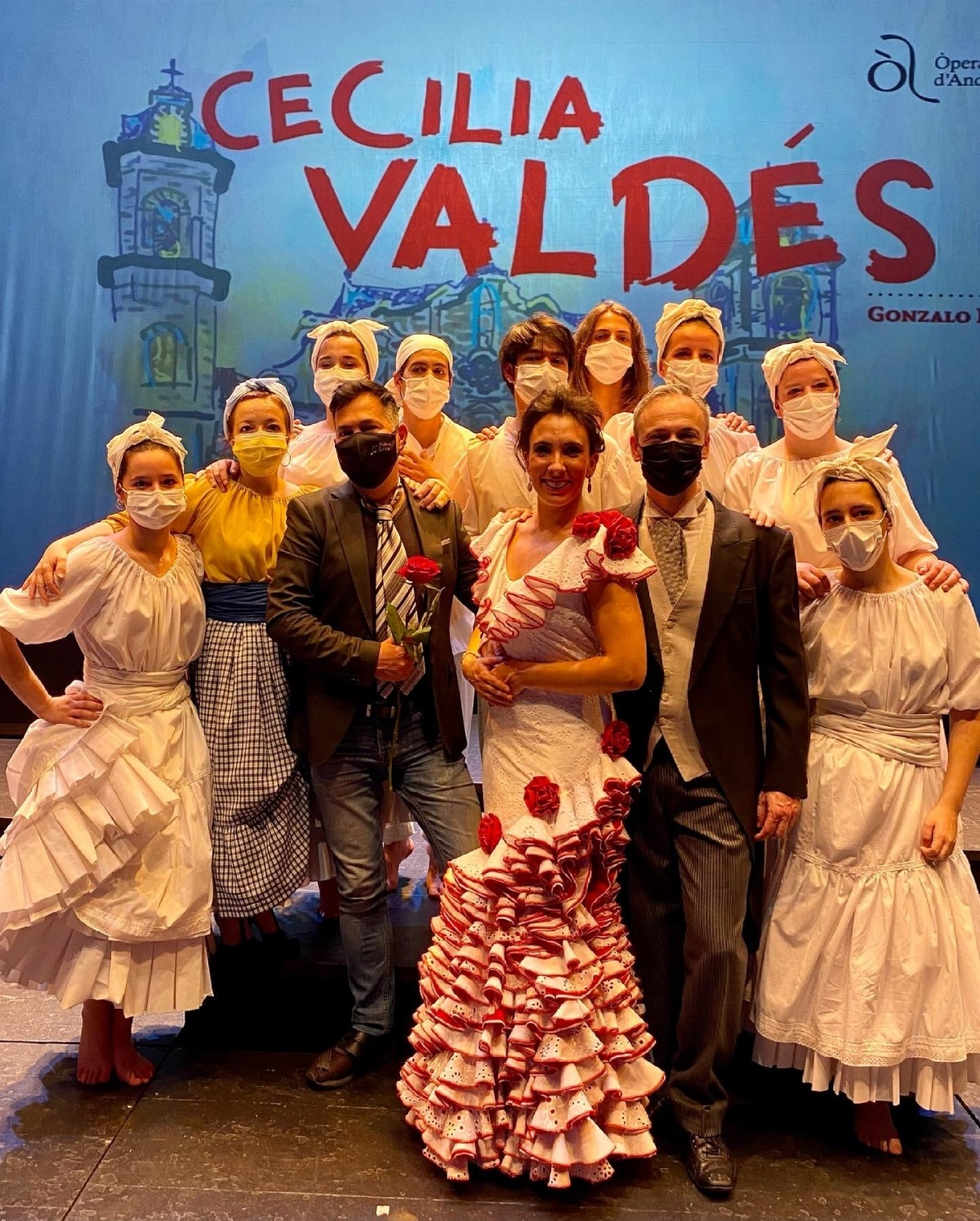 Salvador, al centre, amb membres de l'esbart Laurèdia.