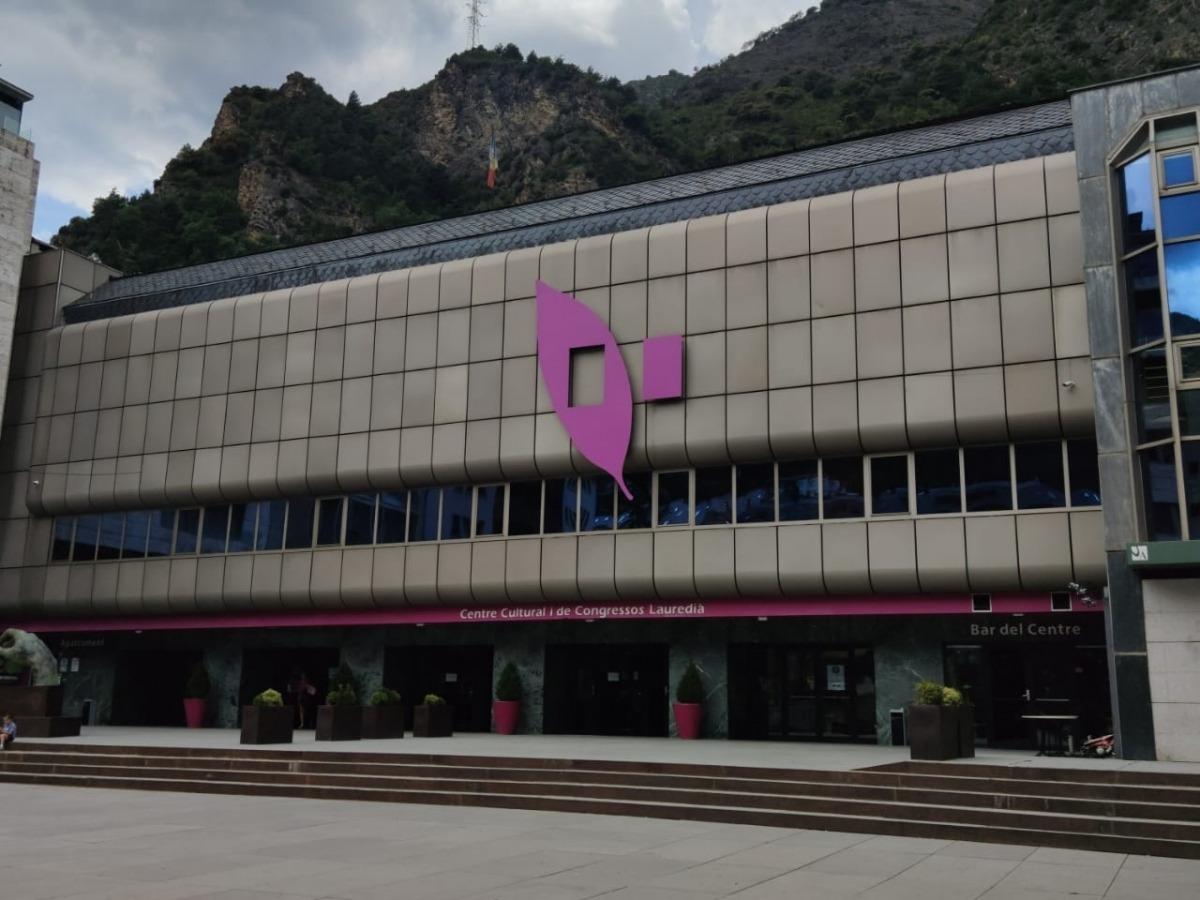 La teulada del Centre cultural i de congressos acollirà uan instal·lació de plaques solars.
