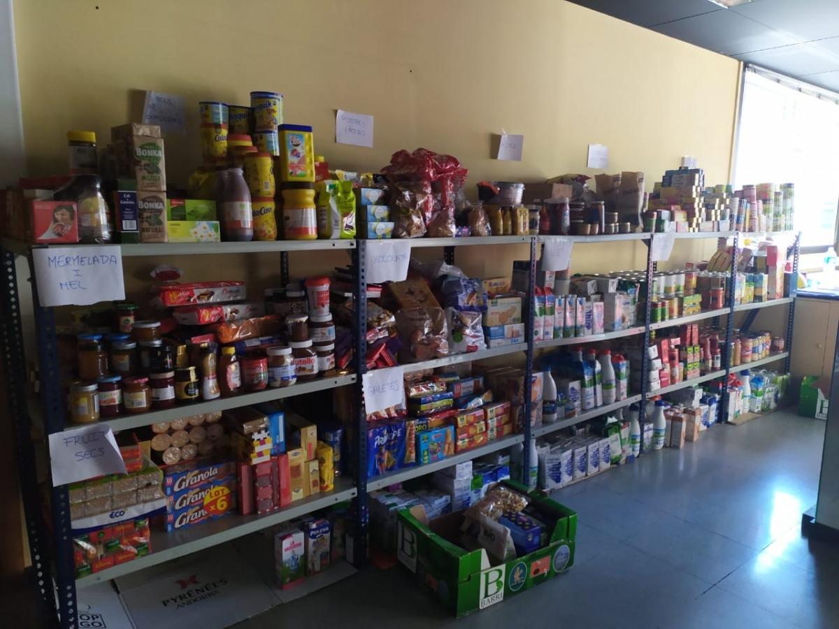 Alguns dels articles recollits al magatzem de la Creu Roja Andorrana.