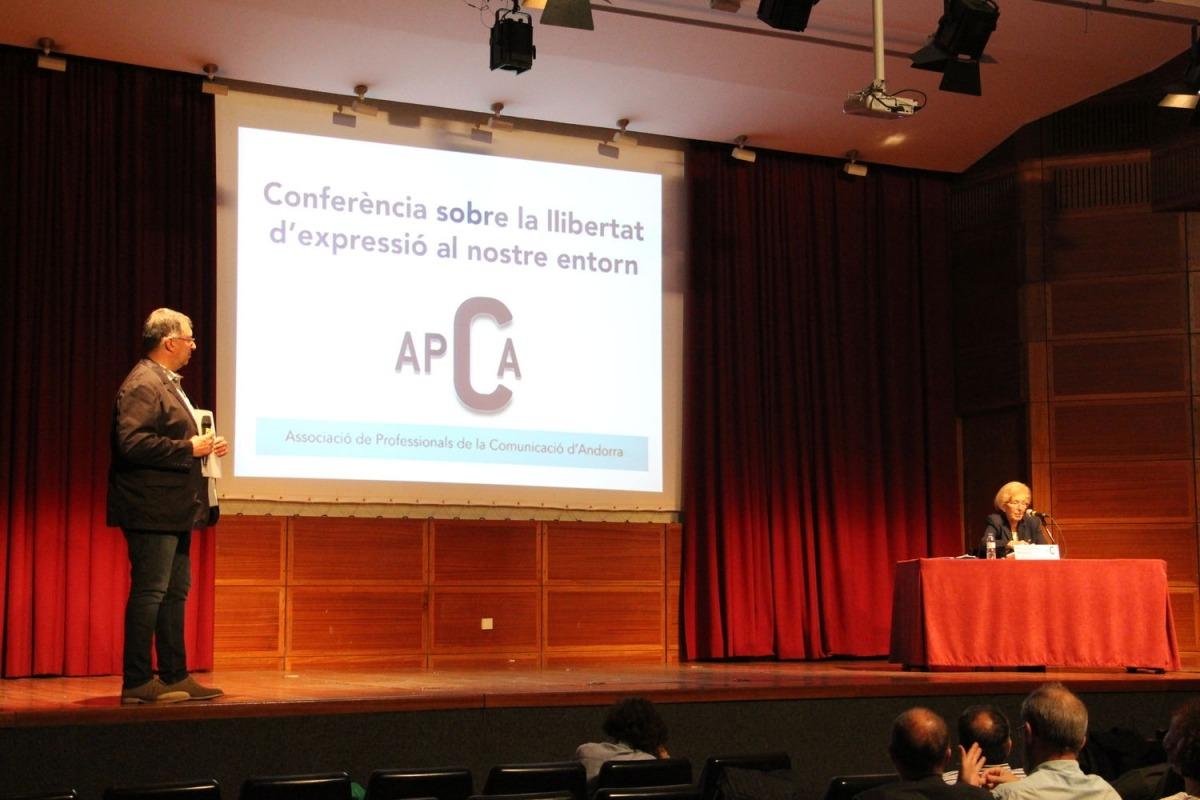 Conferència de Maria Dolors Masana (Reporters Sense Fronteres) per commemorar el Dia mundial de la llibertat d'expressió.
