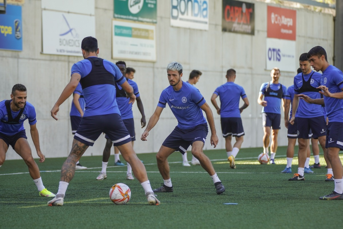 Els homes d'Eder Sarabia exercitant-se a l'Estadi Nacional.