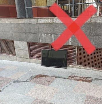 Una pantalla en un carrer d'Escaldes.