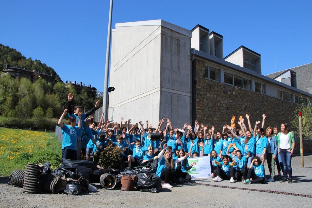 ANA/ Els estudiants de l'escola de segona ensenyança d'Ordino han participat al Clean Up Day.