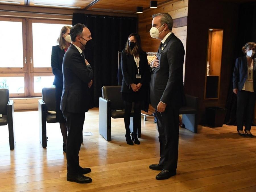 Salutació entre Xavier Espot i el president de República Dominicana, Luis Abinader.