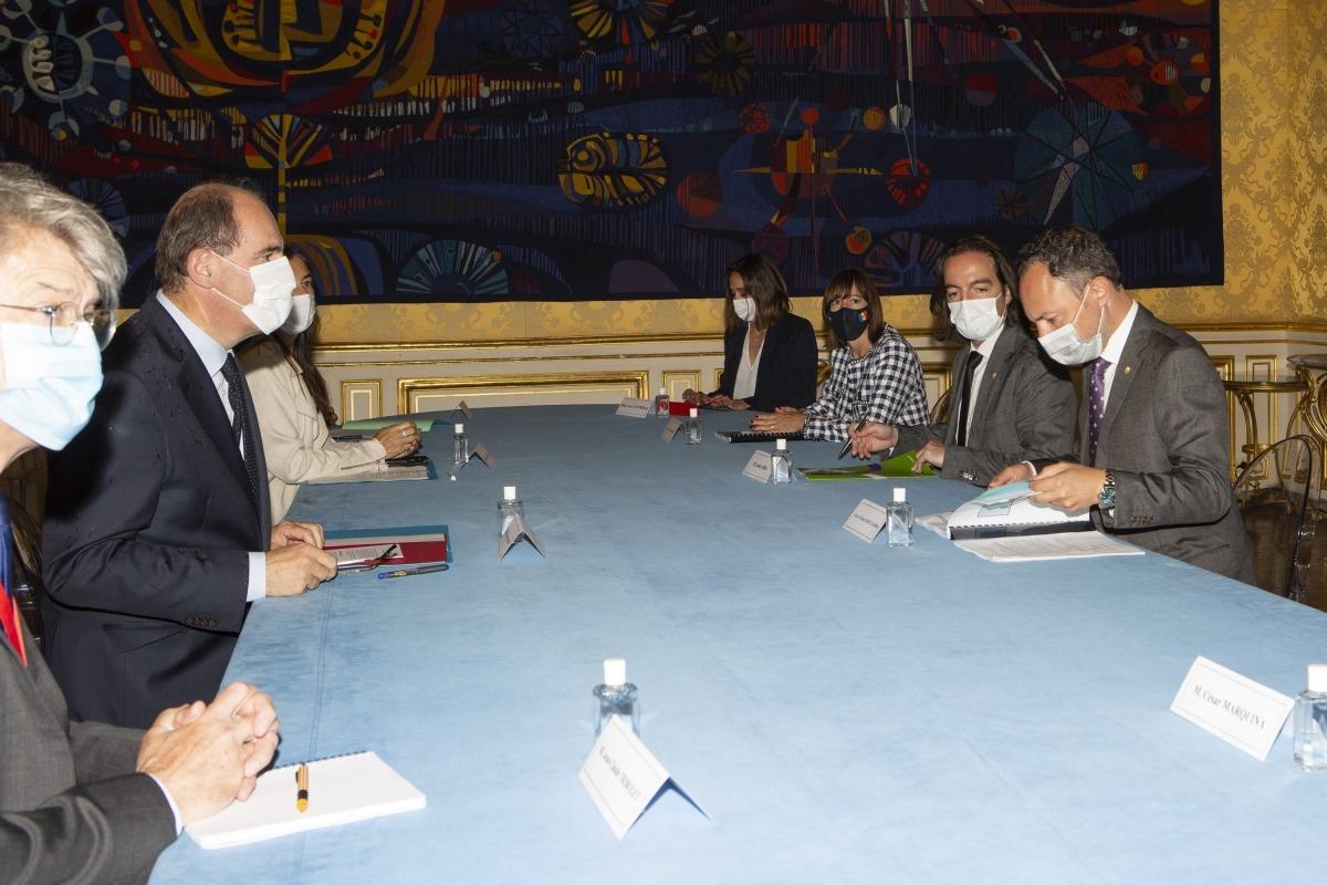 Un moment de la reunió entre les dues delegacions.