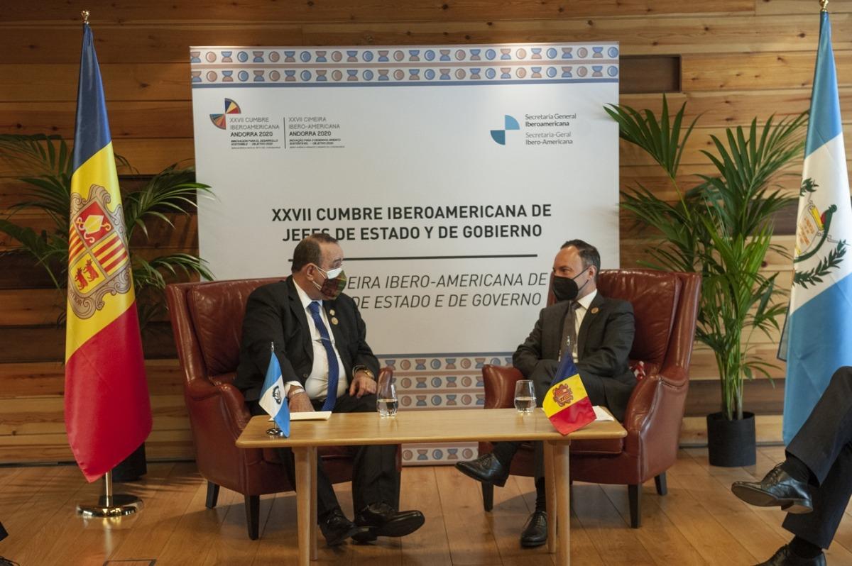El cap de Govern, Xavier Espot, i el president de Guatemala, Alejandro Giammattei, durant la trobada bilateral.